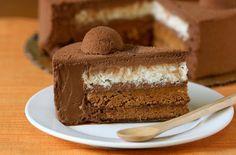 Mousse de avellana Thermomix. Muy entretenida y muy especial. Digo que es una mousse de avellanas especial por que no es la típica tarta que estamos acostumbrados a hacer de trufa, chocolate o nata. Hoy innovaremos y la haremos de avellana, os digo de antemano que os sorprenderéis de lo buena que está.