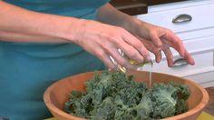 Sesame Kale Salad: Raw food recipe