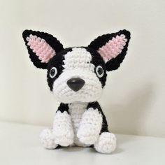 Boston terrier Amigurumi Dog Crafts, Cute Crafts, Yarn Crafts, Crochet Doll Pattern, Crochet Dolls, Crochet Patterns, Boston Terrier, Knitted Animals, Diy Crochet