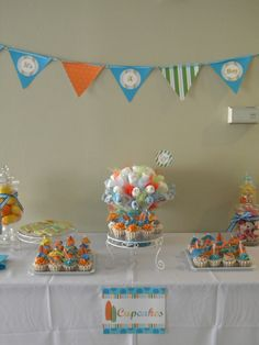 Surf baby shower, surf cupcakes