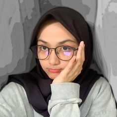Casual Hijab Outfit, Hijab Chic, Dehati Girl Photo, Cute Camera, Modern Hijab Fashion, Indonesian Girls, Muslim Dress, Couple Aesthetic, Girl Hijab