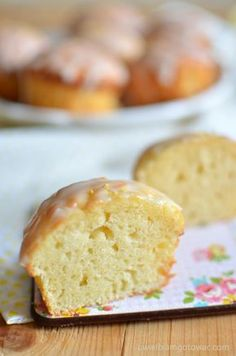 Muffinki cytrynowe Cornbread, Banana Bread, Food And Drink, Cupcakes, Sweets, Cookies, Baking, Ethnic Recipes, Pastries