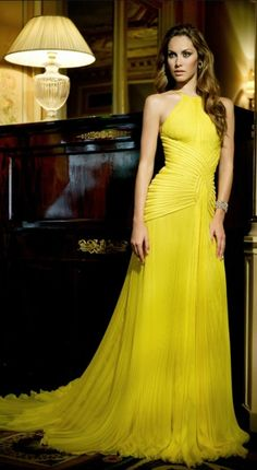 looks best with a tan - Glamorous Evening Dresses-Haute Couture by Mario Sierra Glamorous Evening Dresses, Elegant Dresses, Pretty Dresses, Evening Gowns, Yellow Evening Gown, Formal Evening Dresses, Beautiful Gowns, Beautiful Outfits, Ball Gown Dresses