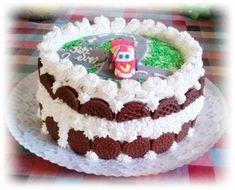 Csokis keksz torta recept - Tortareceptek.hu Cake, Desserts, Food, Tailgate Desserts, Pie, Kuchen, Dessert, Cakes, Postres