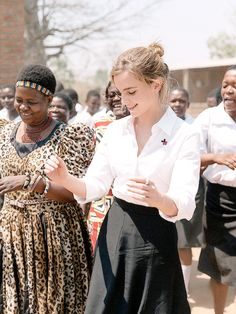 Emma Watson's hair & beauty: then vs now – Celebrities Woman Ema Watson, Emma Watson Style, Emma Watson Beautiful, Queens, Fangirl, Corporate Fashion, Harry Potter Film, Celebs, Celebrities