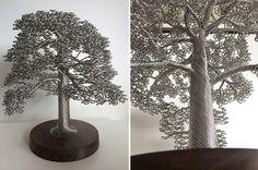 Художница Клайв Мэддисон (Clive Maddison) из города Бриксхем (Англия) создаёт невероятные скульптуры из проволоки или жил кабеля, скручивая их и воссоздавая корни, ветви, листья и стволы деревьев.
