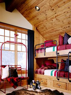 Canadian Lake House Chic Decor for the Ski Chalet Chalet Ski, Chalet Style, Ski Ski, Apres Ski, Ski Lodge Decor, Rustic Lodge Decor, Bunk Rooms, Bedrooms, Kids Bunk Beds