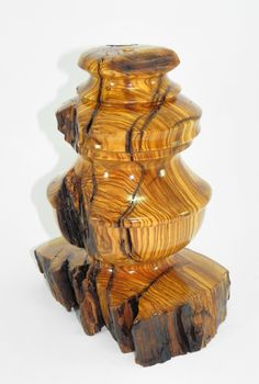 REALIZADO POR PAKITO SORIANO. LAMPARA EN MADERA DE OLIVO. BY PAKITO SORIANO. LAMP BASE IN OLIVE WOOD.