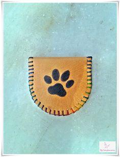 Monedero huella de gato de cuero cosido y pintado a mano. (Ref: MO201505_01) #cuero #monedero
