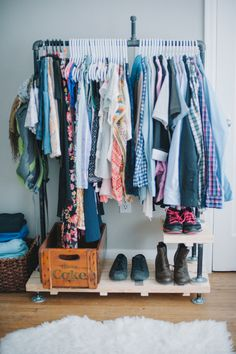 Limited closet space? Here's a diy industrial looking clothing rack. Useful and  looks awesome!