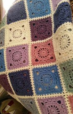 Crochet Granny Square Patterns Bohemian Blanket This crochet pattern / tutorial is available for free. Full Post: Bohemian Blanket - Bohemian Blanket This crochet pattern / tutorial is available for free. Granny Square Crochet Pattern, Afghan Crochet Patterns, Crochet Squares, Crochet Granny, Granny Squares, Crochet Afghans, Granny Square Tutorial, Crochet Quilt, Crochet Blocks