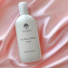 Helps diminish hyperpigmentation on the surface of the skin, and provides powerful antioxidants to leave skin with a luminous and even tone!  #radiancetoner #facetoner #products #tonerforglowingskin #facemaskstotryathome #nuskin #nuskinrecomendedseller #nuskintoner #glowingskin #glowingskinroutine #glowingskintips #triphasicline #discoloration #unevenskintone #unevenskin #darkspots #triphasictoner #nuskinseller #silk #pinksilk #triphasic #triphasicproducts #skincare