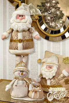 Santini Navidad | Forever Gold Christmas Time, Christmas Crafts, Christmas Decorations, Christmas Ornaments, Holiday Decor, Beauty And The Beast Wedding Cake, Mrs Claus, Button Art, Santa