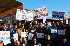 Flüchtlinge demonstrieren in Offenburg gegen Gewalt gegen Frauen.  | Foto: Ralf Burgmaier