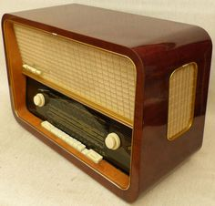 east german valve radio - Google Search Retro Radios, Passion Music, Rock Around The Clock, Transistor Radio, Record Players, Googie, Old Tv, Vintage Wood, Poster
