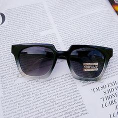 Retro Square Sunglasses New  Retro Square Sunglasses No Trades  I'm modeling the same sunnies in different color. Accessories Sunglasses