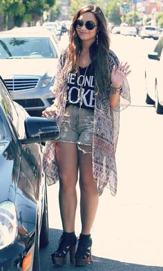 staystrong-stayaway:    Favourite Demi Lovato Outfits: Shopping in LA, 9/2/2011
