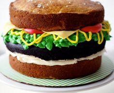 A brilliant hamburger cake by Lyndsay Sung over at her Vancouver based bakery Coco Cake Cupcake