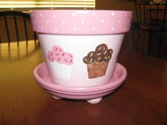CUPCAKE Flower Pot - i like the feet on the bottom
