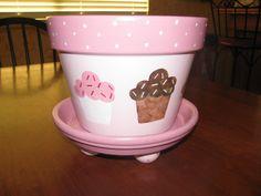 CUPCAKE Flower Pot - i like the feet on the bottom