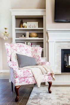 Andrea West Design | Vintage Manor Project Living Room Reveal! #livingroom #blushwalls #blush #blushdesign #interiordesign #livingroomideas #andreawestdesign #vintagemirror