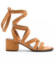 349d0715d93fa  TuesdayShoesday  5 Neutral Sandals You ll Wear All Summer