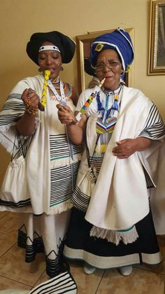 Xhosa Women in their best - Classic! African Wedding Attire, African Attire, African Wear, African Women, African Dress, African Style, African Traditional Wedding, African Traditional Dresses, Traditional Outfits