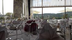 Geschirr und Gläser für Eure Party zu mieten Table Decorations, Chair, Party, Furniture, Home Decor, Recliner, Homemade Home Decor, Home Furnishings, Receptions
