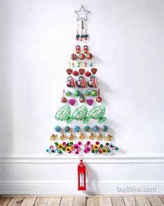 Wall decor christmas tree, could put all the kids' toys together and make a tree
