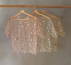 An alluringly elegant tee in a relaxed fit and embellished with glittery stars all over. Hand wash in cold water, lay flat to dry. polyamide tulle, pvc glitter & stars, environmental protection glue © 2018 LIRIKA MATOSHI INC. ALL RIGHTS RESERVED Girls Fashion Clothes, Teen Fashion Outfits, Pretty Outfits, Cool Outfits, Glitter Fashion, Diy Vetement, Crop Top Outfits, Party Looks, Looks Vintage