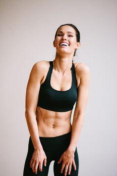 Ez a 30 napos program segít, hogy fittebb, feszesebb, formásabb legyél, és bátran mutasd meg magad a lengébb ruhákban is!