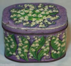 Vintage Huntley & Palmers biscuit tin with lily of the valley decoration (1960's)