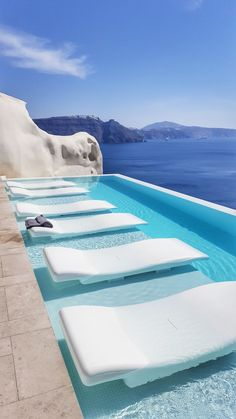 The Honeymoon Destination Canaves Oia Resort & Villas is located on the beautiful Greek island of Santorini in the village of Oia, a coastal vil Resort Villa, Resort Spa, My Pool, Hotel Pool, Dream Pools, Cool Pools, Pool Designs, Hotels And Resorts, Luxury Resorts