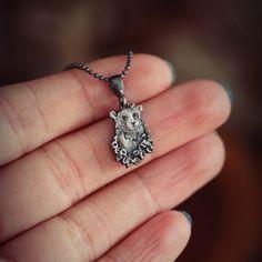 Miś wisiorek ze srebra. Wisiorek z niedźwiedziem symbolizującym siłę, odwagę i wytrwałość będzie idealny dla fanów dzikiej przyrody z przymrużeniem oka! Silver, Jewelry, Jewlery, Money, Bijoux, Schmuck, Jewerly, Jewels, Jewelery