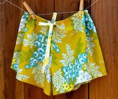 Diy Sleep Shorts Tutorial Operation Sleep Cute: Sleep Shorts Tutorial Grab a pair of shorts that fits you (or you can use pants). Fold them in half. Shorts Diy, Sewing Shorts, Sewing Clothes, Comfy Shorts, Lounge Shorts, Diy Clothing, Clothing Patterns, Sewing Patterns, Clothes Refashion