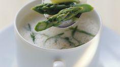 Suppe mit grünem Spargel und Bärlauch |