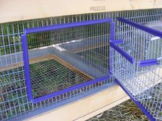 Homemade rabbit cage. The door with a hay rack attacked -I like this idea very much so there is less hay wasted.