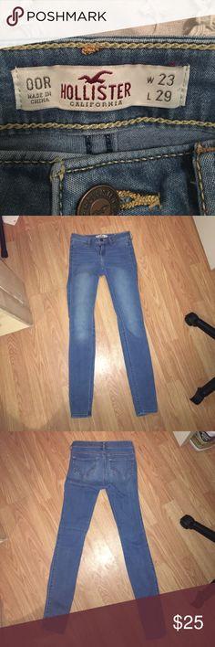 hollister jeggings size 00R hollister jeggings size 00R barely worn. medium wash Hollister Pants Skinny