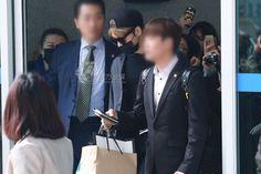 """#170326 """"Kim #JaeJoong returns to Seoul Incheon Airport from Macau. Everywhere he goes it is crowded. #jyj #kimjaejoong #김재중 #金在中"""""""