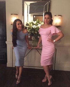 Sisters Kareena Kapoor Khan and Karisma Kapoor are collaborating for a project and we can't keep cool – view pic Bollywood News, Bollywood Fashion, Bollywood Actress, Bollywood Style, Randhir Kapoor, Kareena Kapoor Khan, Stylish Dresses, Elegant Dresses, Dresses For Work