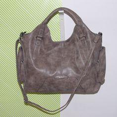 Tamaris női táska 8,990 Ft Méret: 40 x 40 cm Anyaga: Műbőr Készlet: 1 db Cikkszám: 437