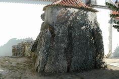 Uma Capela que é um Dolmen, em Alcobertas http://www.portugalnummapa.com/dolmen-capela-de-alcobertas/