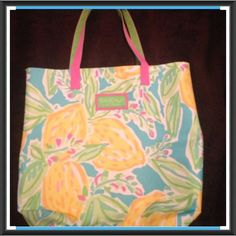 """Lily Pulitzer Tote Bag Terrific tropical Lily Pulitzer Tote Bag by Estee Lauder """"Lemons"""" Never Used  Trades Lilly Pulitzer Bags Totes"""