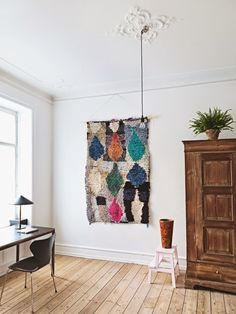 Vintage quilts or rugs (like this boucherouite rug spotted on Bolig) often have great color and texture, and hanging one on the wall is a great way to instantly elevate your space — without breaking the bank. Fabric Wall Decor, Wall Shelf Decor, Wall Decor Design, Interior Exterior, Interior Design, Modern Interior, Mirror Gallery Wall, Eclectic Modern, Farmhouse Wall Decor