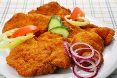 Tejfölben pácolt, fokhagymás csirkemell ropogós bundában sütve: az egyik legjobb variáció rántott húsra - Recept | Femina
