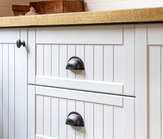 Our inspiration gallery is here to showcase real DIY kitchen renovations of everyday people, showing you what& possible with our kaboodle kitchen flatpack system. Timber Kitchen, Kitchen Doors, Kitchen Handles, Diy Kitchen, Kitchen Design, Kitchen Ideas, Kitchen White, Cabinet Handles, Kitchen Pantry