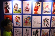 Desenhistas e cartunistas de vários personagens desenham a Mônica. Cada um com seu estilo.