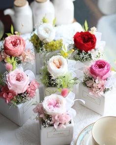 "88 Beğenme, 4 Yorum - Instagram'da 플로랑 (@floraodesign): ""#플로랑 의 시들지 않는 생화 쥬얼리 미니 센터피스 ( 7Color ) 잉글리쉬로즈, 쥴리엣로즈 꽃말은 ""사랑의 맹세"" _ _ #프리저브드플라워 로 사랑을…"""