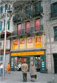 Façana de la botiga de Plaça Universitat, anys 80