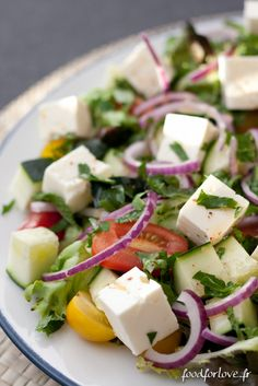 Salade Grecque – Food for Love – 80 Days Restaurant Healthy Eating Tips, Healthy Cooking, Healthy Recipes, Clean Eating, Salad Dressing Recipes, Salad Recipes, Vegetarian Greek Recipes, Vegetable Drinks, Greek Salad